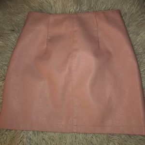 FOREVER 21 PINK PLEATHER ZIP UP MINI SKIRT